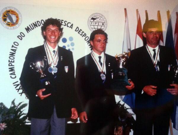Marco Meloni sul Podio del Mondiale individuale vinto in Portogallo tra Marco Volpi (secondo) e Scorza Umberto (terzo)