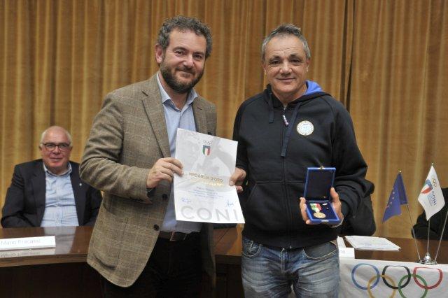 Marco Meloni ritira la sua medaglia al Valore Atletico